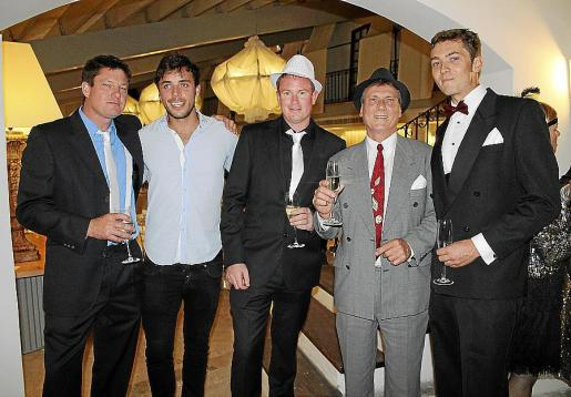 Peter Owles, Herald Smith, Lee Emerson, Mark Harkins y Chirs Neethling.