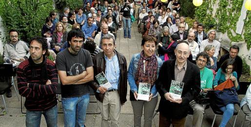 Numeroso público acudió a Can Alcover con motivo de la presentación del libro de la Assemblea.