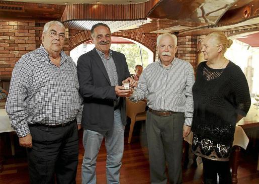 Palma deportes medalla a Guillem alomar de la federacion de basket fotos Teresa Ayuga