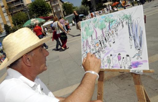 Antonio Bibiloni Mulet, pintando al natural el ambiente que se vivía ayer por la mañana en el Parc de ses Estacions.