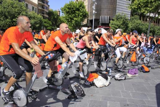 Muestra de ciclismo estático, ayer en la Plaça d'Espanya.