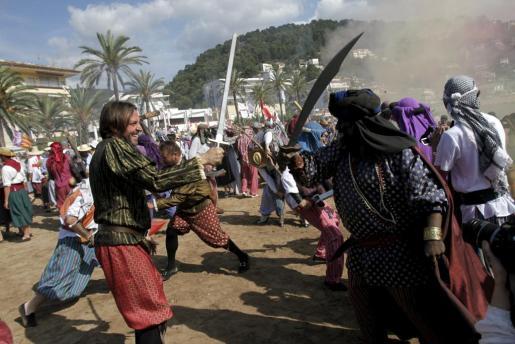 La primera batalla entre los moros y los cristianos, durante el Firó de Sóller se realiza en la playa d'en Repic.