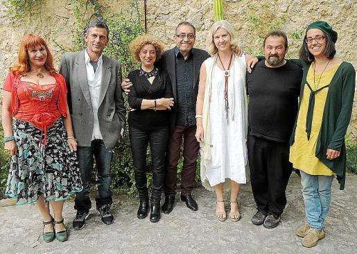 Hermelinda Rasal, Raul Alemany, Marga González, Toni de la Mata, Andrea Paparella, Tomeu Ripoll y Aina Julián.