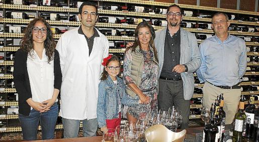 Azahara y Manuel Vera, Lucía Alonso, Isabel Hernández, Óscar Cárdenas y Cayetano Martín.