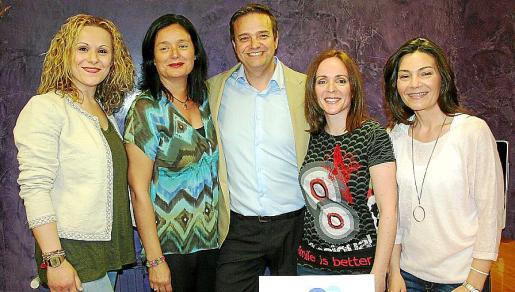 Cristina Valeriano, Mar Currás, Sebastià Fàbregues, Marga Ordóñez y Claudia Solé, en la celebración del aniversario del centro.