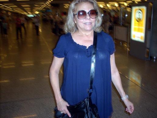La actriz y presentadora Mayra Gómez Kemp, en el aeropuerto de Palma.