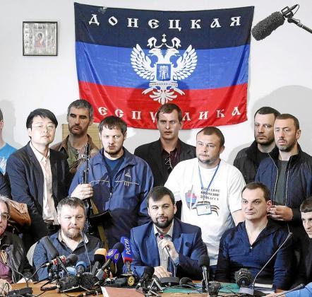 Los prorrusos de Ucrania realizaron ayer una multitudinaria rueda de prensa en Donetsk.