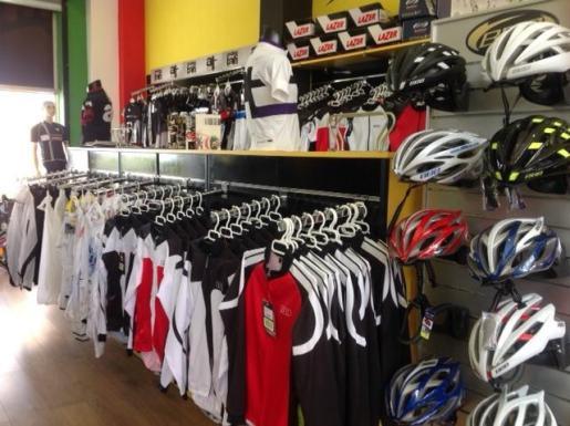 Las primeras marcas en ropa técnica y material para el ciclismo están presentes en Bergantí Bikes.