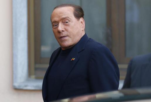 Berlusconi, esta mañana a su llegada al centro donde debe prestar servicios sociales.