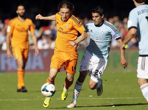 Un momento del partido entre el Celta y el Real Madrid.