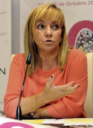 Fotografía de archivo del 8 de octubre de 2013 de la presidenta de la Diputación de León, Isabel Carrasco, que ha muerto esta tarde al ser tiroteada en las inmediaciones de su casa, en el Paseo de la Condesa de León.
