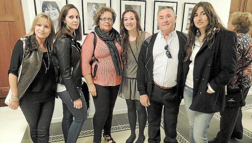 Eva Buenestado, Carol Palles, Remedios González, Mónica García, Luis García y Ana Oliva.