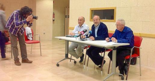 Pere Carrió, José Manuel Bar (presidente de Adide) y Pere Ríos, ayer, en rueda de prensa.