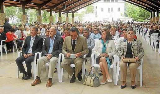 Más de un millar de personas participaron ayer en el encuentro anual de las asociaciones de tercera edad de la Part Forana, que continuará hoy.