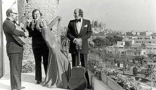 Els Valldemossa, los hermanos Rafel, Tomeu y Bernat Estaràs, con Genia Tobin, en Jack El Negro en 1973.