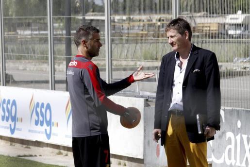 Michael Blum le comunica la decisión de Utz Claassen a Lluís Carreras.