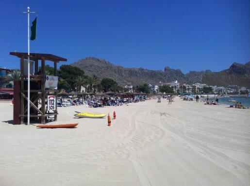 Las playas de Pollença mantienen las banderas azules que recuperaron en 2012.