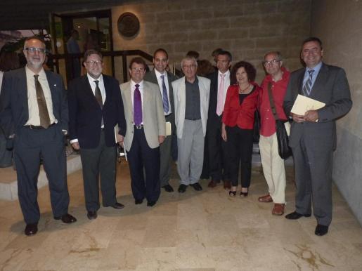 Carles Manera, Miquel Rosselló, Llorenç Huguet, Josep Cifre -presidente de Caixa Colonya-, Martí Rotger, Biel Bauçà, Aina Rado, Antoni Pons y Pere Rotger.