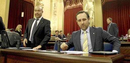 Pleno del Parlament. Sesión de control al ejecutivo. La oposición acusa al PP de meter en un lio a las empresas que utilicen su tarjeta.
