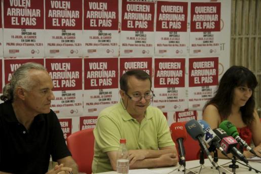 Sebastià Serra, Lorenzo Bravo y Katiana Vicens, durante una rueda de prensa.
