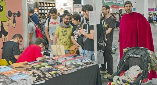 La nueva publicación de José Oliver y Bartolo Torres congregó a decenas de aficionados a la historieta.