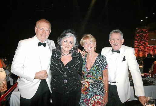 Tony y Margaret Whitaker, Kate Mentik y David Hammond.
