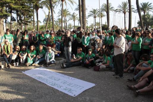 La concentración silenciosa contra la política educativa del Govern mostró su apoyo a Jaume Sastre en su huelga de hambre.