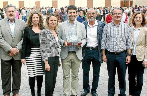 Bernat Coll, Margaret Mercadal, María Salom, Dani Arias, Andreu Oliver, Joan Rotger y Catalina Sureda tras la entrega del galardón.