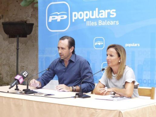 José Ramón Bauzá y Mabel Cabrer, en una imagen tomada el pasado mes de septiembre en Santanyí.
