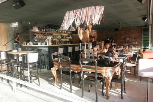 El bar del Cocco está situado en la planta baja.