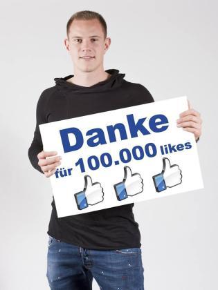 El nuevo portero del FC Barcelona celebra los 100.000 seguidores en su cuenta de Facebook.
