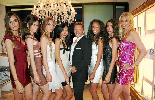 Francisca Nicolau, Polina Nikolaeva, Louisa Juffart, Lee Rejante, Mari Martello, Caterina Reinosa y Anja Katrilova con Stefan Crystal de la boutique fashion.