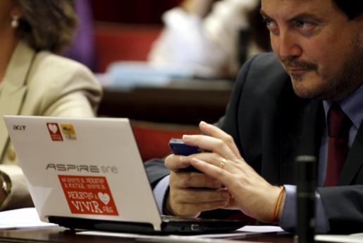 El diputado menorquín Antoni Camps, durante un pleno en el Parlament balear.