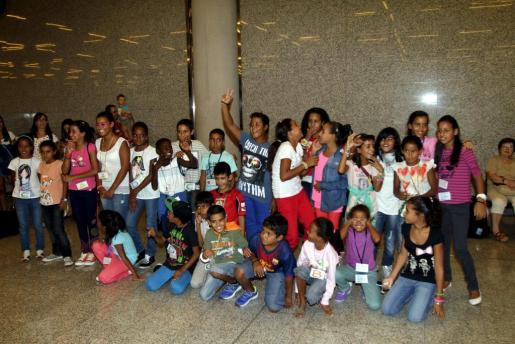 Tras dos meses de vacaciones durante el verano de 2013 este grupo de niños Saharauis vuleve a casa.