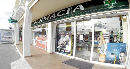 La farmacia cuya titularidad mantiene el president Bauzá en Marratxí motivó el recurso firmado por toda la oposición en el Parlament al entender que se incurre en una incompatibilidad vedada por la ley y que el inquilino del Consolat de Mar debió solucionar antes de ocupar el cargo.