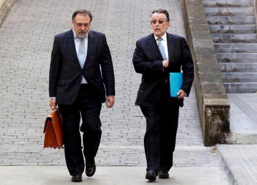 El abogado Jesús Bonet Sánchez y Alfonso Grau, a su llegada a lus juzgados de Palma.