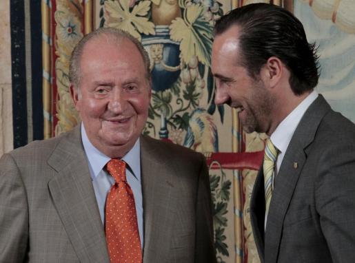 José Ramón Bauzá y el Rey, en una de las audiencias estivales.