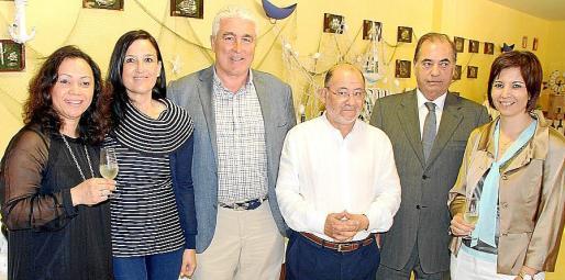 Rebeca Pitti, Rocío Acha, Juan Gili, Guillermo Camps, Antonio Seijas y Carmen Quiroga.