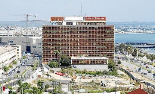 Vista general del edificio de Gesa y los solares de la fachada marítima.