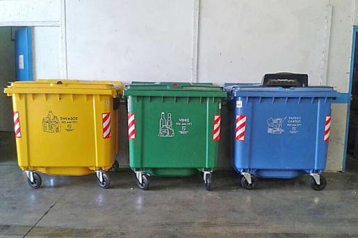 Éstos son los nuevos contenedores de recogida, más pequeños pero de apertura mucho más sencilla.