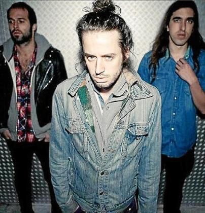 Imagen promocional de la banda Crystal Fighters.