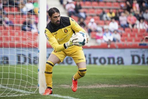 El portero israelí del Real Mallorca Dudu Aouate durante el partido de Liga en el Estadio de Montilivi el entre el Girona y el conjunto rojillo.