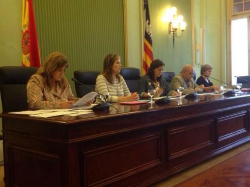 Joana Maria Camps durante la reunión en el parlament de la Comissió d'Educació, Cultura i Esports.