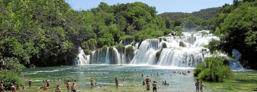 El Parque Nacional de Krka deleita al visitante con sus impresionantes cascadas. Skradinski Buk (arriba) es la más espectacular de todas.