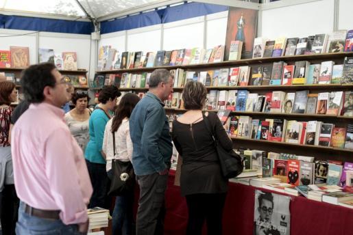 Los ciudadanos que se acerquen a la Feria del Libro podrán encontrar publicaciones a precios asequibles.