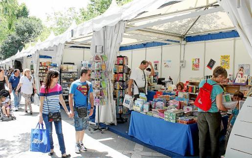 La Fira del Llibre está instalada en la zona peatonal de la Rambla y Via Roma.
