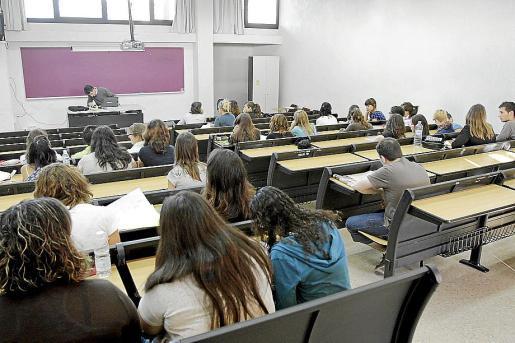 Imagen de archivo de estudiantes universitarios de la Universitat balear.