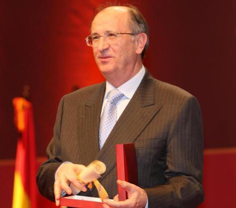 Pau Vallbona, recibiendo el Premio Ramon Llull, en una imagen de archivo.