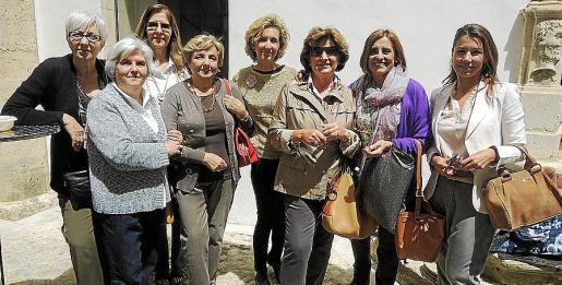 María Dolores Romero, Guillermina Gaspart, María Jesús Alonso, María Díaz, María José Barceló, Lola Iriarte, María Antonia Torres y Carmen Lliteras.