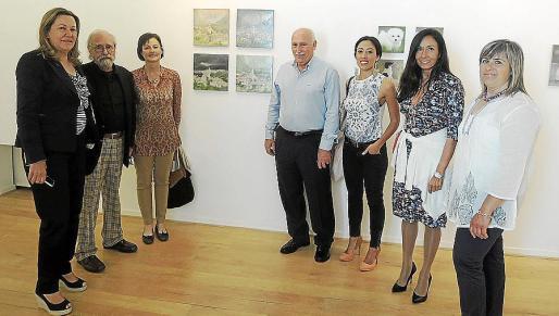 Carmen Fuster, el pintor Adolfo Estrada; Magdalena Alcover, el alcalde de Valldemossa, Nadal Torres; Laura Estrada, Mar Estrada y Cati Gelabert.